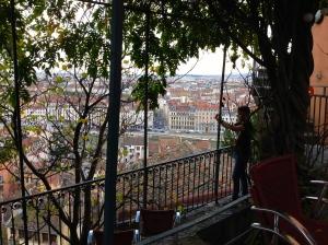 L\'auberge de jeunesse du vieux Lyon piégée par la Toile | Écrire ...